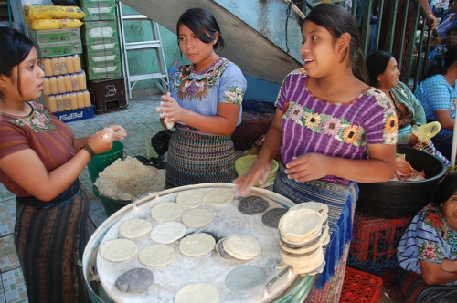 Women making tortillas in Guatemala  ©  David Amsler